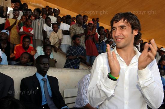 2006/11/28. Real Madrid's Raul on humanitarian visit in Dakar.