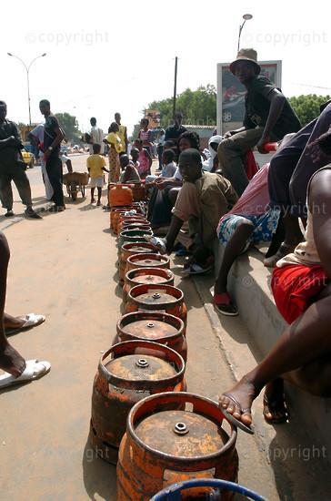 2006/09/22. Bottled gaz shortage in Dakar.