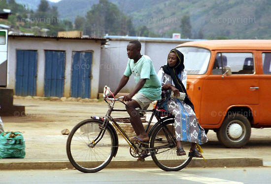 2001/11/09. Cycle transport in Kigali