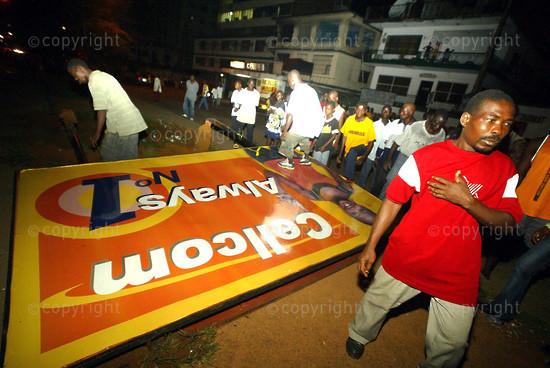 2006/11/15. Makeshift constructions demolished in Monrovia.