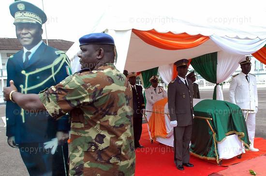 2006/08/18. President Guei funeral in Abidjan, four years after he dies.